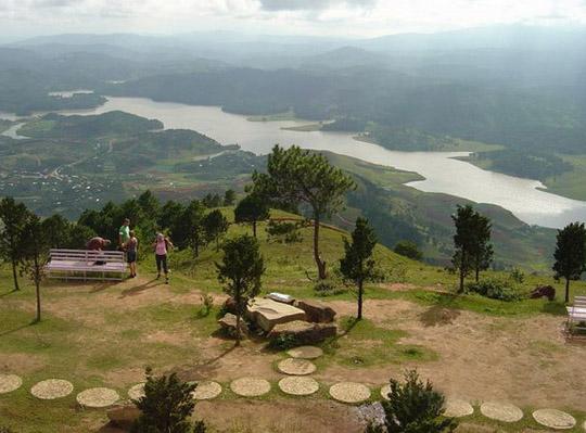 Đỉnh núi LangBiang cảnh đẹp khó quên - hinh 1
