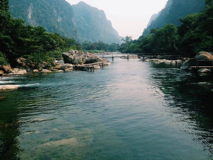 Suối Nước Moọc - Thiên đường đẹp như tranh vẽ ở Quảng Bình - hinh 1