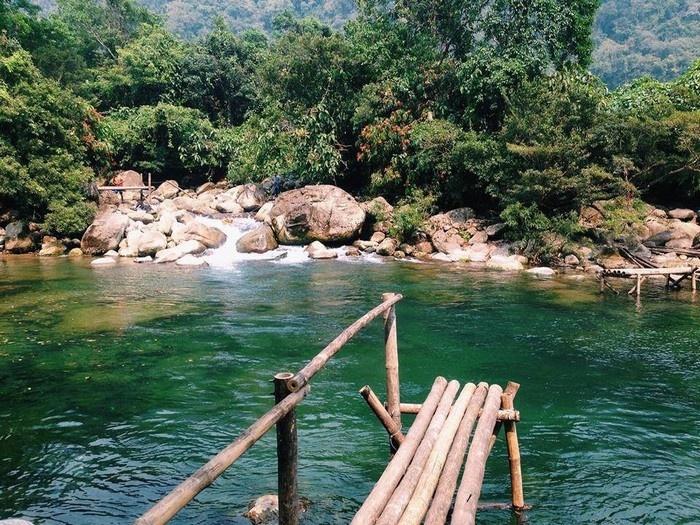 Suối Nước Moọc - Thiên đường đẹp như tranh vẽ ở Quảng Bình - hinh 4
