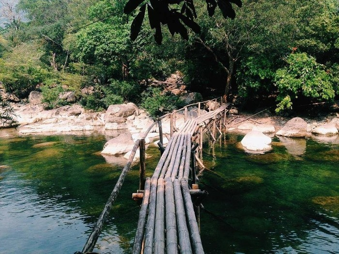 Suối Nước Moọc - Thiên đường đẹp như tranh vẽ ở Quảng Bình - hinh 7