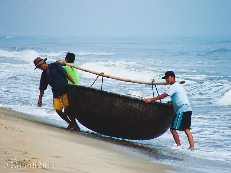 Khoảnh khắc bình dị của ngư dân trước biển cả - anh 4