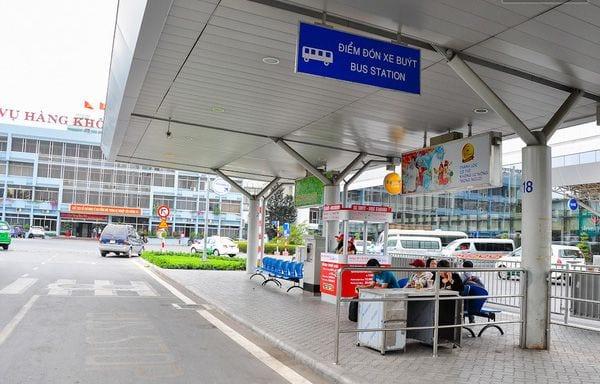Điểm đón xe buýt tại sân bay Tân Sơn Nhất