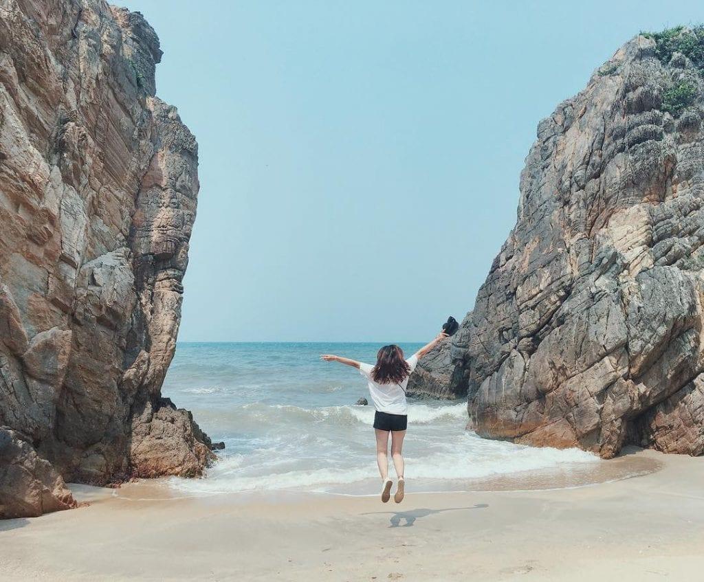 Bãi biển Đá Nhảy Quảng Bình - hinh 5