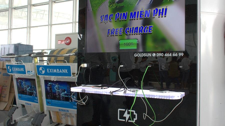 Điểm sạc pin thiết bị điện tử miễn phí ở Sân Bay Nội Bài
