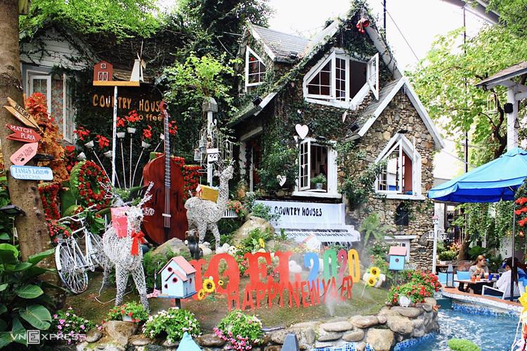 Những quán cà phê mang phong cách Giáng sinh ở Sài Gòn